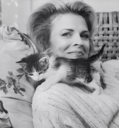 Candice Bergen et son chat. Candice Bergen, Animal Gato, Mundo Animal, Crazy Cat Lady, Crazy Cats, I Love Cats, Cool Cats, Celebrities With Cats, Gatos Cats