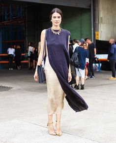 Leila Yavari in a Lanvin dress, Erickson Beamon necklace, Manolo Blahnik heels, Sophie Hulme bag and Eddie Borgo ring and bracelet. Refashion Dress, Diy Clothes Refashion, Look Street Style, Street Chic, Street Wear, Mode Chic, Mode Style, Leila Yavari, Moda Australiana