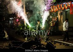 India celebrates Diwali, the festival of light. People all over the country set off firecrackers and fireworks in celebration. Pune, India. 13th November, 2012. #AlamyiPadApp    © sam spickett / Alamy
