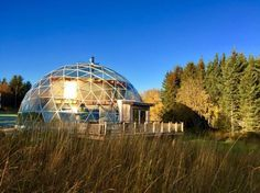 Family Of 6 Lives Above The Arctic Circle In A Beautiful Glass Bubble