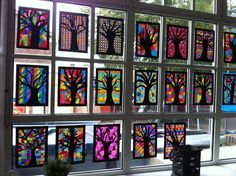 Tree silhouette & Sharpie/transparencies! Leuke Herfstbomen! Achtergrond: A4 ingekleurd met stift ( verschillende patronen) Boom: op zwart papier een kader laten tekenen en een boom getekend. Daarna uitgeprikt. Gemaakt door groep 8 van O.B.S de Wilgenhoek uit Haarlem.