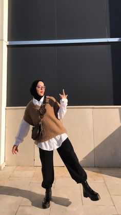 Modest Fashion Hijab, Modern Hijab Fashion, Street Hijab Fashion, Modesty Fashion, Hijab Fashion Inspiration, Muslim Fashion, Mode Streetwear, Streetwear Fashion, Hijab Fashionista