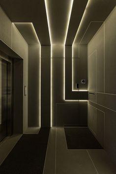 Indirect LED lighting through light panels in modern homes, Lobby Design, Design Entrée, Wall Design, House Design, Cove Lighting, Interior Lighting, Lighting Design, Interior Ideas, Linear Lighting