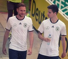 Benedikt Höwedes and Julian Weigl Julian Weigl, Handsome, Mens Tops, Germany, Beautiful, Game, Fashion, Football Soccer, Moda