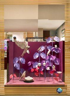 ویترین جذاب برای فروشگاه خود داشته باشیم! | کوپلینا #دکوراسیون #ویترین #ویترین_مغازه #ویترین_فروشگاه #vitrin #display_window #decoration #shop_decor Boutique Window Displays, Window Display Retail, Window Display Design, Store Displays, Retail Displays, Display Windows, Visual Merchandising Displays, Visual Display, Hermes Window