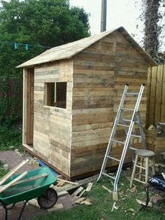 this is my 8 x 6 pallet wood shed