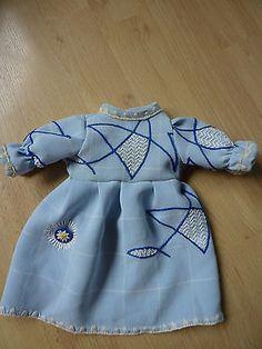 alte-Puppenkleidung-Supersuesse-Kleid-40er-Jahre-Kleidung-Altes-Puppenkleid
