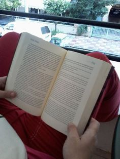 H Αγγελική απο Γκύζη έγραψε για το ΛΕΣ ;  Σε μια εποχή που όλα σωπαίνουν , έρχονται κάτι τέτοια βιβλία να σου ξυπνήσουν αισθήσεις , χαμένους προορισμούς και σκοτωμένες ελπίδες .  Συγχαρητήρια Blog, Blogging