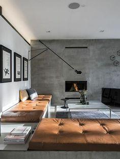 decorar habitacion, salon moderno con chimenea en gris y marron, bancos tapizados en capitoné, mesa rectangular