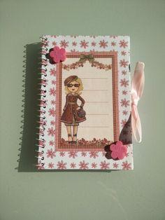 Cuadernito bolso flores-muñeca con gafas.