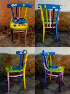 Sedie dipinte da Marilena Floris