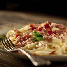 Pâtes à la carbonara Bacon, Chicken Base, Parmesan Pasta, Mets, How To Cook Pasta, Spaghetti, Stuffed Peppers, Ajouter, Fresh