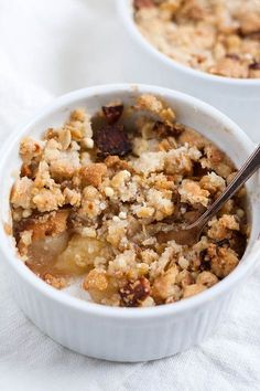 Einfacher Apple Crumble mit dicken, warmen Apfelstücken und buttrigen Knusperst… Simple Apple Crumble with thick, warm apple pieces and buttery crunchy crumbles. For this dessert you only need 7 ingredients and 30 minutes time. Apple Recipes Easy, Sweet Recipes, Baking Recipes, Dessert Simple, Easy Desserts, Dessert Recipes, Drink Recipes, Nutribullet Recipes, Food Inspiration