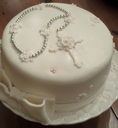 Rosary beads- first communion cake? Baby Dedication Cake, Christening Cake Girls, First Holy Communion Cake, Religious Cakes, Confirmation Cakes, Crazy Cakes, Rosary Beads, Girl Cakes, Cupcake Cakes