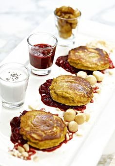 Pumpkin coconut pancakes with mixed berry sauce. One of Orlando Bloom's favourites! Pumpkin Pancakes, Pancakes And Waffles, Coconut Pancakes, Pureed Food Recipes, Whole Food Recipes, Healthy Recipes, Healthy Desserts, Vegetarian Recipes, Healthy Food