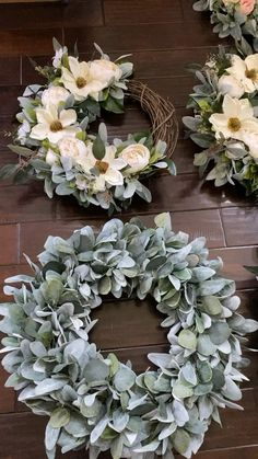 We offer a variety of wreaths suitable for a variety of home decor styles. Christmas Mesh Wreaths, Diy Fall Wreath, Holiday Wreaths, Winter Wreaths, Spring Wreaths, Summer Wreath, Modern Flower Arrangements, Bedroom Decor For Couples, Wreaths For Front Door