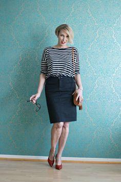 A fashion blog for women over 40 and mature women http://www.glamupyourlifestyle.com/  Shirt: & other Stories Skirt: Boss Bag. Zara Shoes: Noe