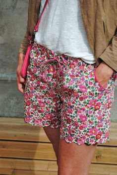 Coudre un short : les + beaux patrons de couture et DIY Sewing Shorts, Diy Shorts, Sewing Clothes, Diy Clothes, Comfy Shorts, New Yorker Mode, Liberty Of London Fabric, Liberty Print, Diy Vetement