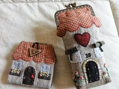 MERPEL, Fet a mà, amb el cor: Casitas Japanese Patchwork, Patchwork Bags, Quilted Bag, Patch Quilt, Applique Quilts, Embroidery Applique, House Quilts, Fabric Houses, Sewing Crafts