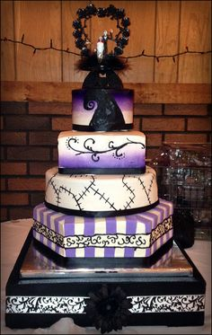 """A Nightmare Before Christmas"" Wedding Cake. I LOVE this cake and want this cake for my future wedding at Disneyland!!! <3"