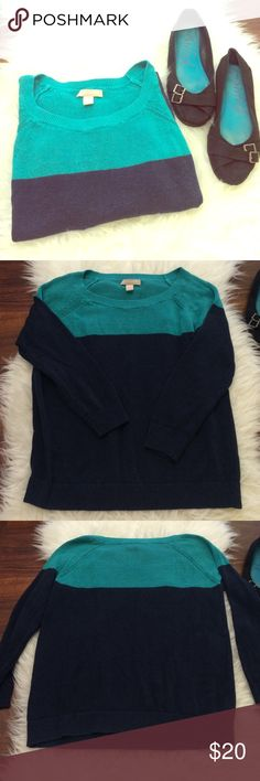 •Women's• | Banana Republic | crew sweater Great worn condition! Aqua at the top and dark blue at the bottom. Petite medium. Please ask if you have questions! Bundle to save!❤️ (10/30) Banana Republic Sweaters Crew & Scoop Necks