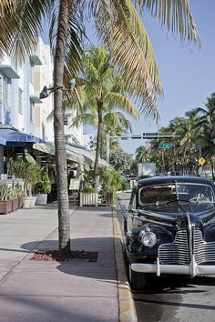 Ocean Drive, Miami Beach, my fav city in the US >> Do you like South Beach .Find the best hotels in MySoBe.com.