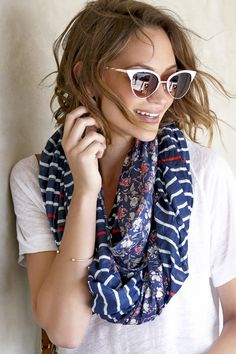 Striped & floral infinity scarf and cat eye glasses Look Fashion, Fashion Outfits, Womens Fashion, Fashion Ideas, Spring Summer, Floral Stripe, Mixing Prints, Look Cool, Scarf Styles