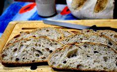 Ho chiamato questo, pane leggerissimo perché quando l'ho estratto dal forno mi sembrava di avere tra le mani una di quelle palle gonfiabili di gomma che si portano al mare per quanto era leggero