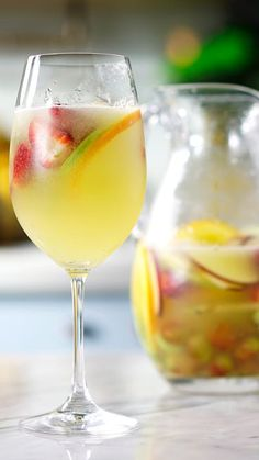 Clericot With orange liqueur, apples, melon and more, this sweet cocktail is ridiculously fruity. Sweet Cocktails, Fruity Cocktails, Cocktail Drinks, Classic Cocktails, Summer Drinks, Fun Drinks, Alcoholic Drinks, Vodka Cocktails, Martini Recipes