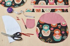 Mochila B Fabric Crafts, Sewing Crafts, Sewing Projects, Diy Bags Purses, Purse Tutorial, Patchwork Bags, Fabric Bags, Kids Backpacks, Cute Bags