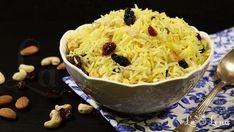 Orez in stil arabesc(Persian Rice) - Pas 18 Persian Rice, Arabic Food, Bon Appetit, Food Videos, Macaroni And Cheese, Ricotta, Deserts, Healthy Recipes, Healthy Food