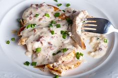 This chicken with bacon chive cream sauce can be made in minutes and taste as gourmet as if you went to a 5 star restaurant! Yes, cream sauce and bacon. Chicken Gorgonzola, Pan Fried Pork Chops, Gluten Free Noodles, Chicken Curry Salad, Good Food, Yummy Food, Delicious Meals, Grilled Chicken, Dairy Free