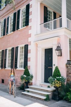 Charleston has so much to offer in activities, restaurants, arts, and shopping. Here are our favorite places for your short trip to Charleston. Charleston Homes, Charleston Sc Things To Do, House Shutters, Charleston South Carolina, Southern Homes, Southern Charm, Southern Belle, Belle Villa, Gal Meets Glam