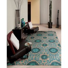 An energetic Ikat design, presented in an enthralling color palette of grey, teal and turquoise, beautifully bridges the gap between the contemporary and the traditional. With its fascinating tone and texture, this rug is incontestably enchanting.