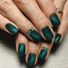 What Christmas manicure to choose for a festive mood - My Nails Chic Nail Designs, Green Nail Designs, Winter Nail Designs, Easy Designs, Matte Nails, Pink Nails, My Nails, Polish Nails, Matte Green Nails