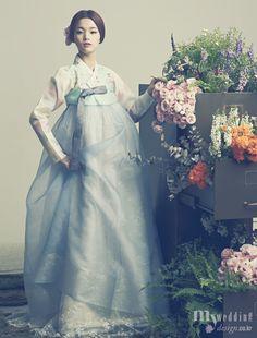 Hanbok, korean traditional clothes / My wedding / 花中花 / 바이단 Korean Traditional Clothes, Traditional Fashion, Traditional Dresses, Korean Dress, Korean Outfits, Korea Fashion, Japan Fashion, Modern Hanbok, Korean Wedding