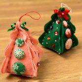Enfeite fofo de natal usando botões forrados