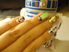 Star Wars nail designs - want the lightsaber!! #starwars #geeky #nails #mani