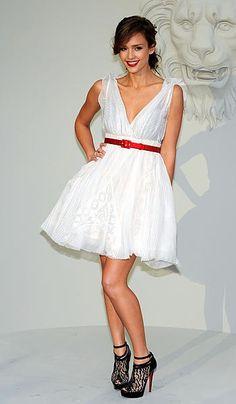 Jessica Alba y dos excelentes vestidos de cóctel para la temporada primavera/verano. - ABRIL Moda Blog