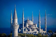 Spend 5 Days in Istanbul, Start by visiting Sultanahmet Square and visit the Hagia Sophia, the Blue Mosque and the Basilica Cistern. Top 10 Tourist Destinations, Holiday Destinations, Places To Travel, Places To Visit, Hagia Sophia, Last Minute Reisen, Voyager Seul, Visit Istanbul, Istanbul Travel
