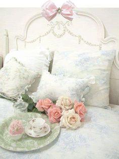 Shabby chic romantic bedroom, lovely <3