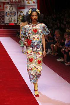 Discover Videos and Pictures of Dolce  amp  Gabbana Summer 2018 Womenswear  Fashion Show on Dolcegabbana 09c26eca97