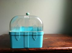 OH my gosh I love this vintage bread box! $22