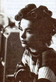 Björk She's beautiful and one of the most creative artists of my lifetime. Trip Hop, Salma Hayek, Monet, Bjork, Black White, My Muse, Female Singers, Portrait, Musical