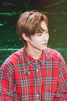 Why does he kinda look like Chanyeol here? Huang Renjun, Korean Name, Nct Taeyong, Jung Woo, Winwin, Jaehyun, Pop Group, Nct Dream, Nct 127