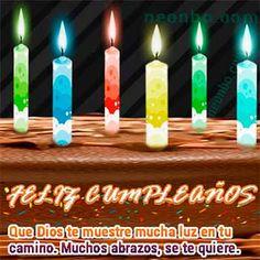 Velitas de colores para cumpleaños en un pastel