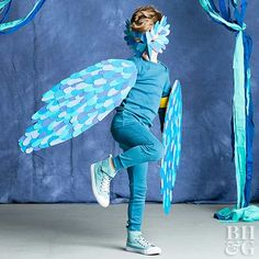 This no-sew DIY bird costume could not be cuter—or easier! Make your own adorable feathered outfit with things you probably have lying around the house. Plus, we're also sharing more ideas for easy Halloween costumes. Bird Costume Kids, Bird Wings Costume, Halloween Costumes To Make, Halloween Party Supplies, Couple Halloween, Diy Costumes, Halloween Kids, Costume Ideas, Haunted Halloween