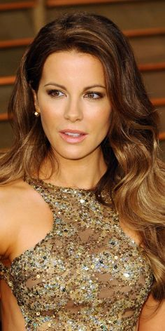 Kate Beckinsale When It Comes To High-Quality Medical Shirts, Scrubs Tops Are Usually Your Most Reli Kate Beckinsale Hot, Kate Beckinsale Pictures, Long Curly Hair, Curly Hair Styles, Natural Hair Styles, Short Hair, Beautiful Celebrities, Beautiful Actresses, Beautiful Women