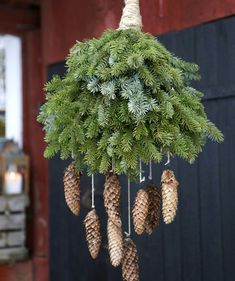 A pine clock is a spectacular decoration that can withstand frost - do it yourself - A pine clock is a spectacular ornament that can withstand frost – do it yourself! Wreath Crafts, Xmas Crafts, Diy And Crafts, Old Fashioned Love, Old Fashioned Christmas, Homemade Christmas, Christmas Diy, Holiday, Friendship Bracelet Instructions