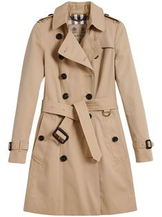 Burberry The Chelsea Mid-length Trench Coat - Farfetch Short Trench Coat, Trench Coat Outfit, Burberry Trench Coat, Trench Coat Women, Burberry Outfit, Designer Trench Coats, Estilo Preppy, Coats For Women, Clothes For Women
